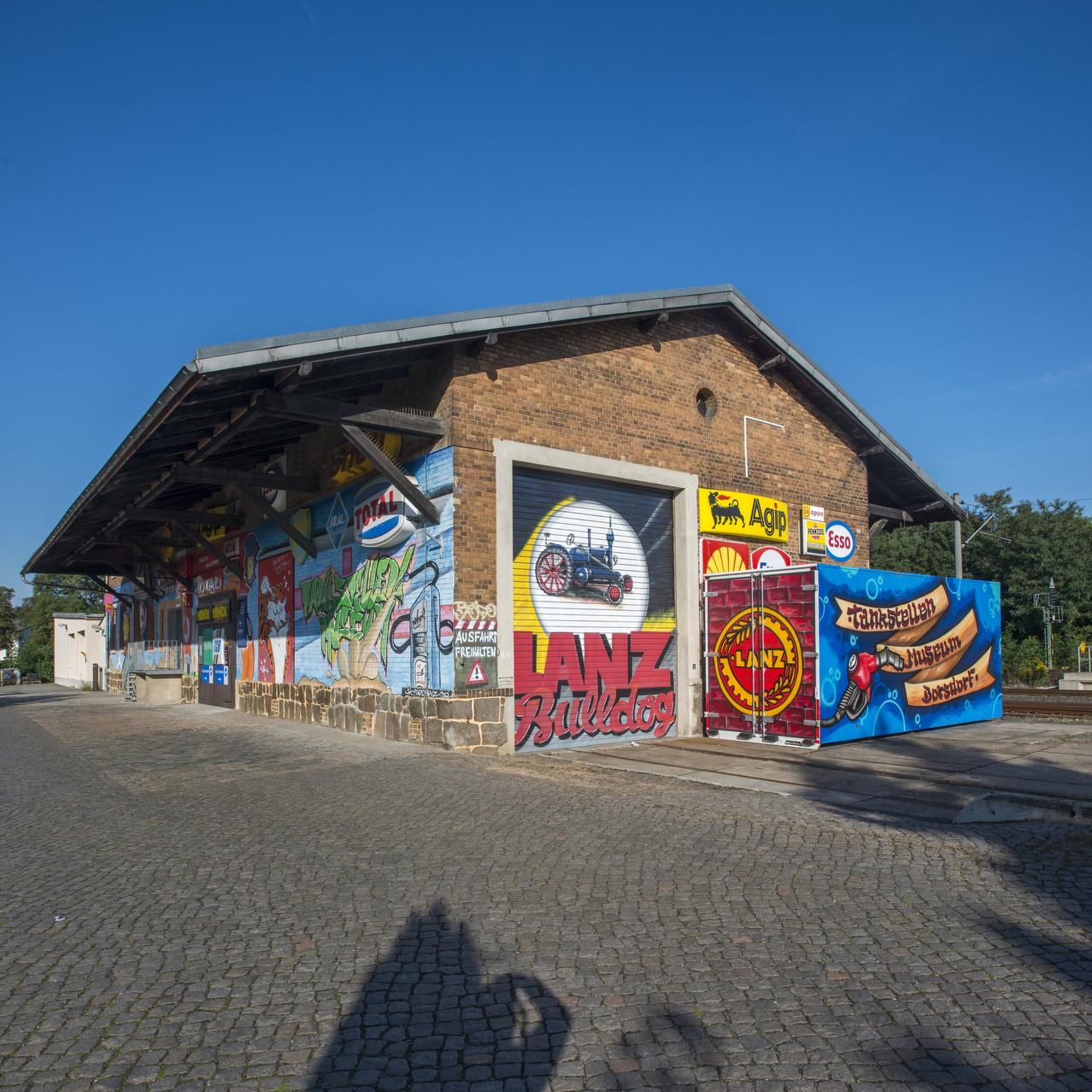 Borsdorf bei Leipzig Sachsen, Saxony, Deutschland, Germany. 08.09.2015. Tankstellenmuseum Borsdorf. Aussenansicht.